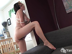 Gorgeous natalya pleasing her trimmed quim tubes