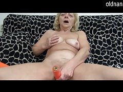 Lovely grandma likes the taste of young pussy tubes