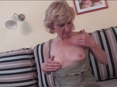 Finger fucking makes milf in stockings horny tubes
