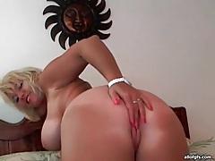 Curvy blonde milf models body on webcam tubes