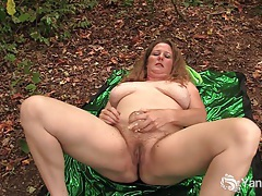 Exhibitionist jade rubs her hairy pussy outdoors tubes