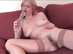 Old lady in sexy blonde wig masturbates tubes