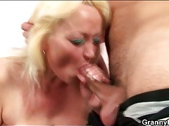 Young dick blown by horny mature blonde tubes