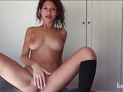 Horny camgirl models her sexy bald pussy tubes