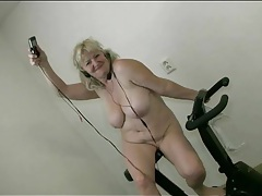 Mature with big tits works out naked tubes