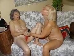 Matures masturbate with big red dildos tubes