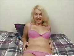 Sexy Leah slides a dildo in her slippery wet cunt tubes