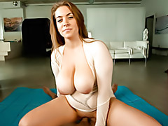 Tits bounce while she does tubes