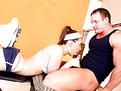 Young chick sporty sex in gym tubes