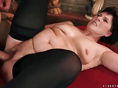 Old lady fucked by big younger cock tube