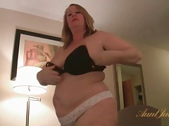 Bbw hangs out naked in the hotel room tubes