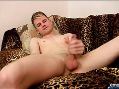 Sexy solo twink strokes his dick lustily tubes