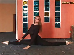 Busty babe in spandex is flexible and sexy tubes