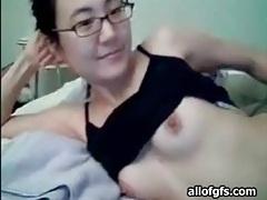 Slender asian webcam girl with a nice bush tubes