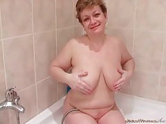 Chubby mature shows him her blowjob skills tubes