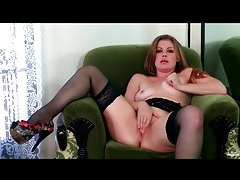 Curvy beauty sovereign syre in stockings tubes