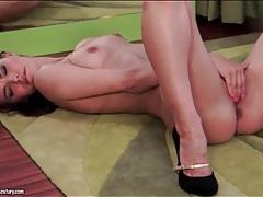 Solo suzie carina finger fucks in high heels tubes