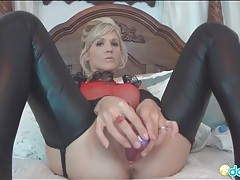 Leather leggings look sexy on masturbating girl tubes