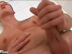 Hot cock and hard body on masturbating guy tubes