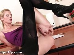 Blonde mia hilton masturbates in pantyhose tubes