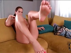 Sexy nicole vice shows off her pretty feet tubes