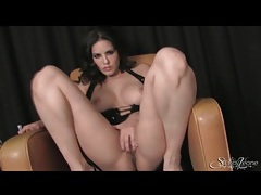 Solo sunny leone in sultry tease video tubes