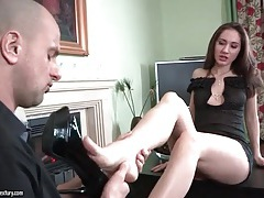Hot lingerie on beauty gettting her toes sucked tubes