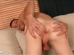 Twink models his asshole in close up tubes