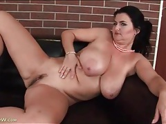 Oiled up mature with curves fingers pussy tubes