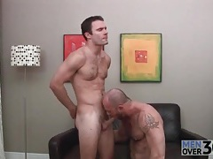 Bear masturbates and gets his feet licked tubes