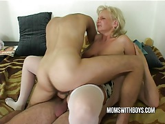 Old horny slut seduces it nerds tubes