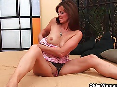 Horny milf gets a facial from the guy next door tubes