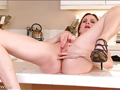 Leggy solo milf has a gorgeous shaved pussy tubes