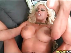 Tanned blonde bimbo banged in hot cunt tubes