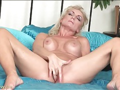 Fingering blonde mom has fake titties tubes