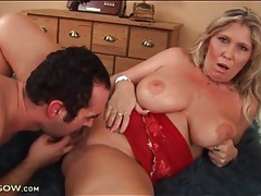 Hungry man eats out that curvy milf pussy tubes