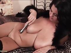 Curvy brunette milf masturbates with a dildo tubes