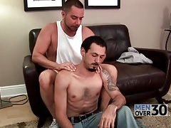 Shoulder massage turns on gay guy for a bj tubes