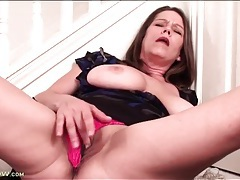 Mature in pink panties finger bangs her pussy tubes