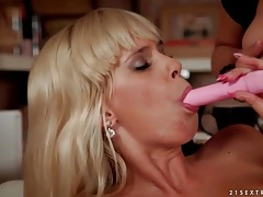 Milf masturbates as she watches young blonde tubes