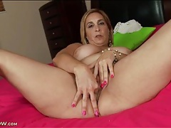 Chubby mature stuffs two fingers in her pussy tubes