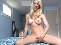 Blonde with big tits looks sexy on webcam tubes