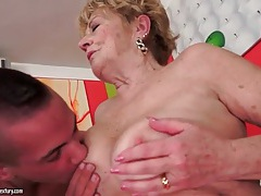 Kissing and eating out a horny granny tubes