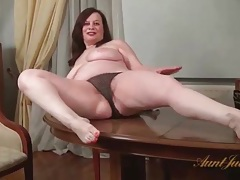 Fat milf exposes her hairy cunt for us tubes