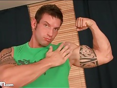 Muscular hot guy lifts weights and gets naked tubes