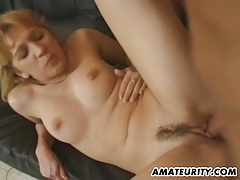 Amateur girlfriend sucks and fucks at home tubes