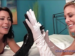 Two sexy girls make sensual glove porn tubes