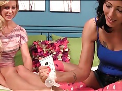 Pretty girls make foot massage porn tubes