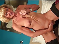 Saggy mature blonde finger bangs her hot pussy tubes
