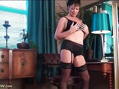 Milf model elise summers strips to black lingerie tubes